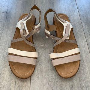 Easy Spirit Leather Tan/Beige Sandal 7
